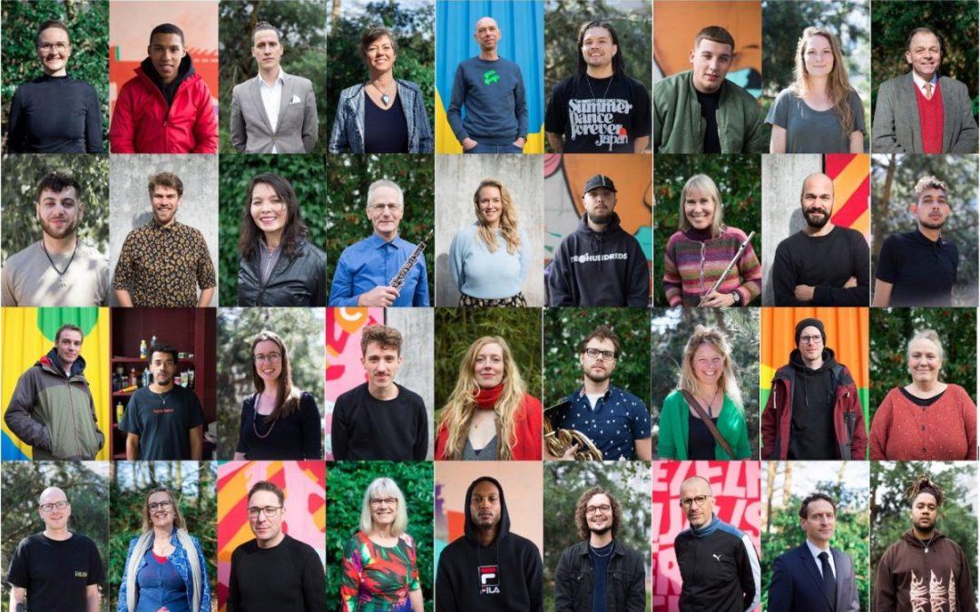 Samen met 100 kunstenaars aan het werk